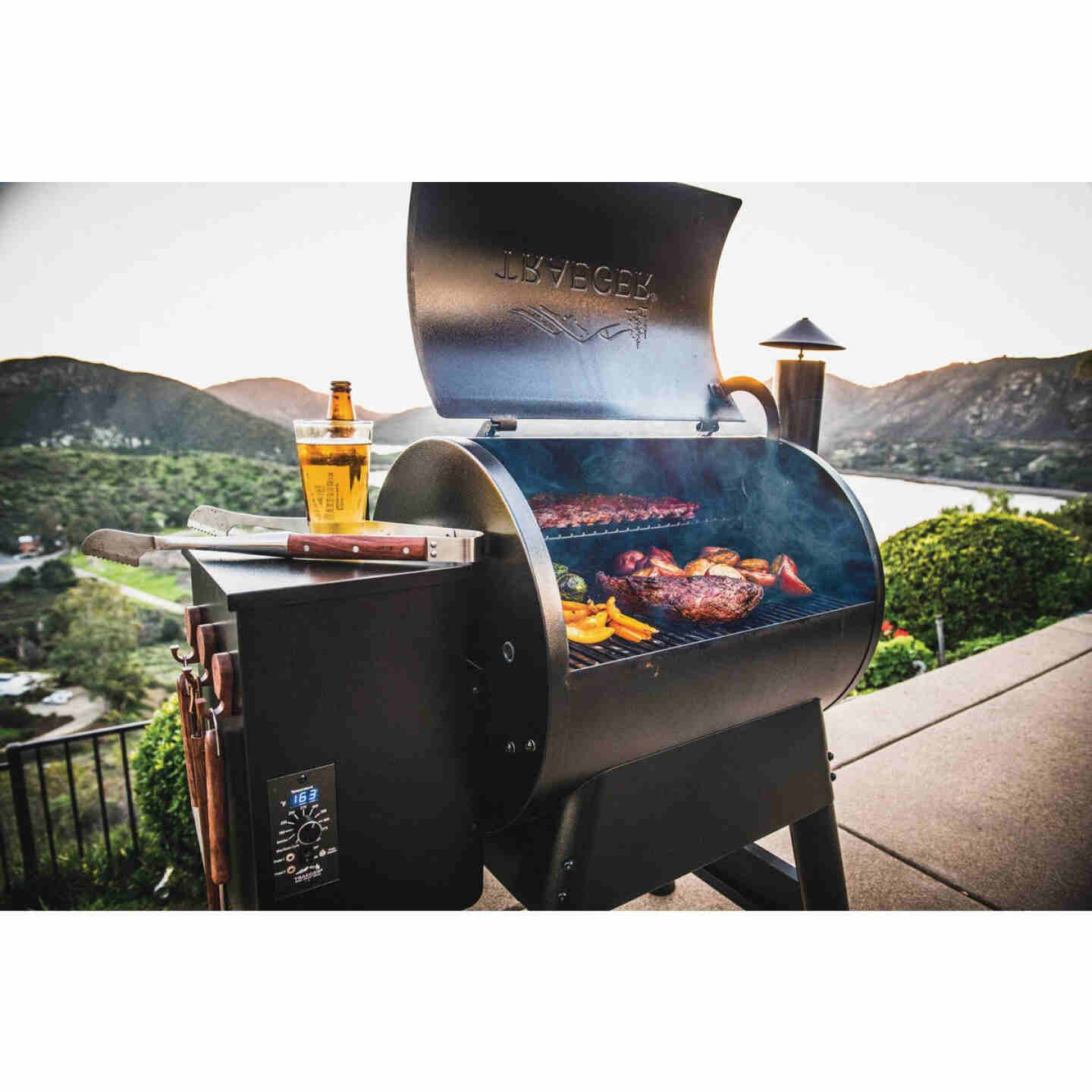 Traeger Pro Series 22 Bronze 20,000-BTU 572 Sq. In. Wood Pellet Grill Image 3
